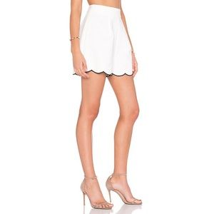 Kendall & Kylie Scallop Short in White & Black L